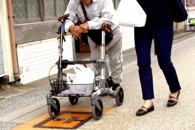 高齢者_歩行器